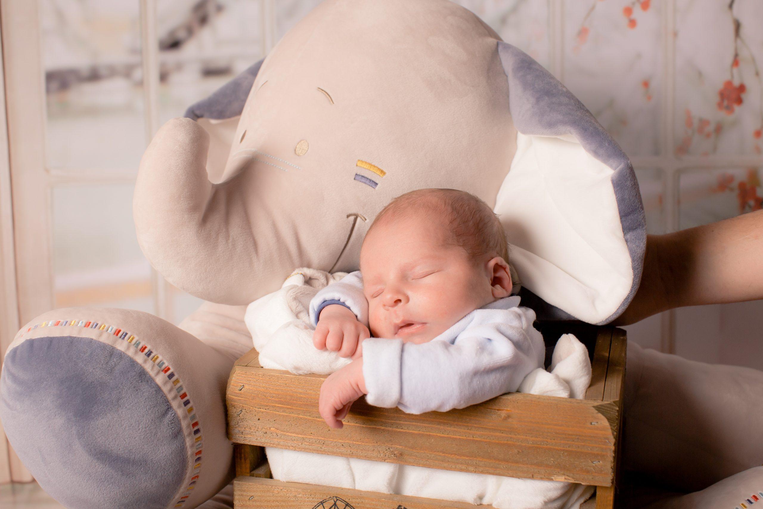Jak powinien wyglądać typowy rozwój psychoruchowy dziecka w wieku 0-3 miesiące?